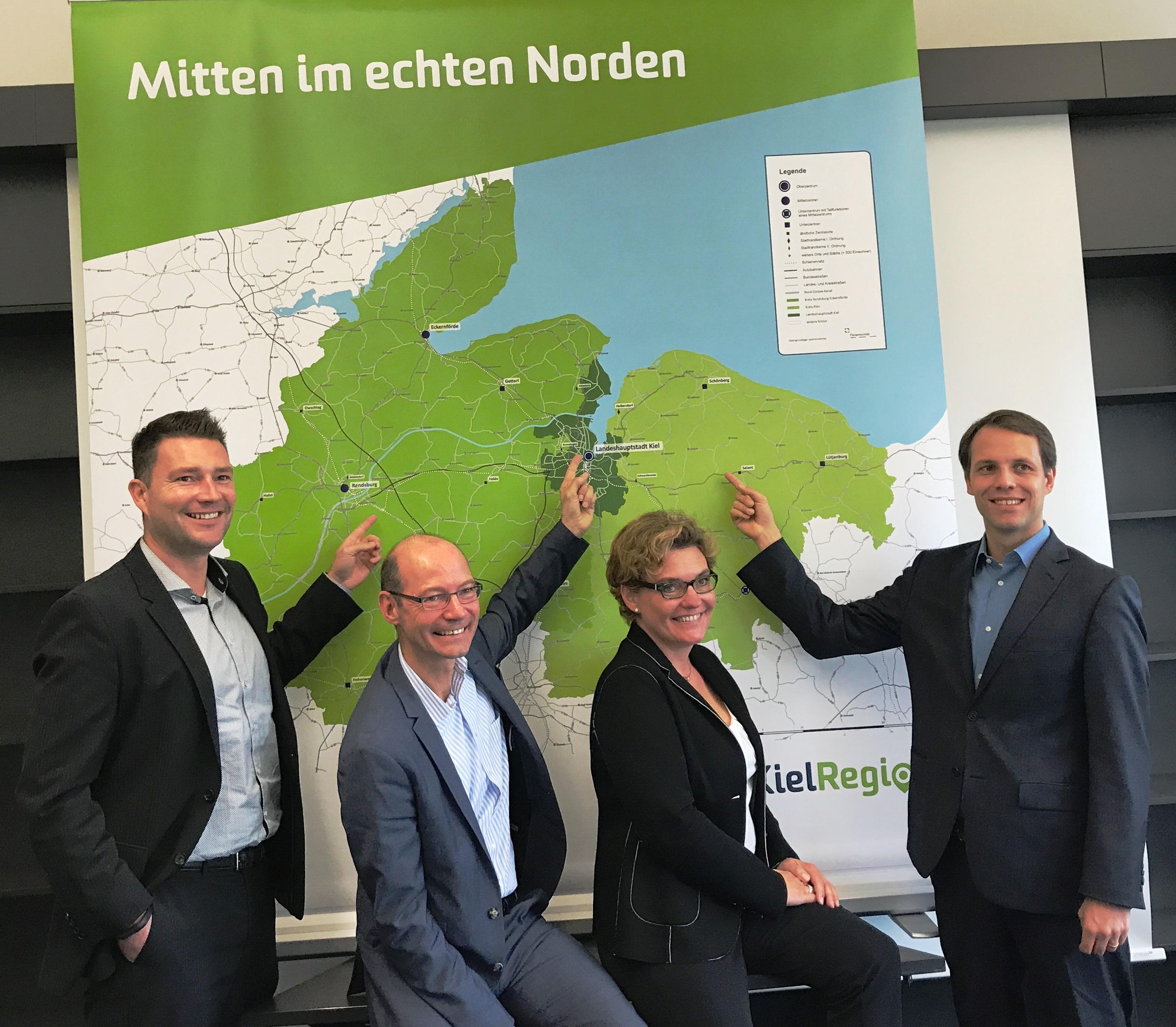 Foto v.l.: Kai Lass (WFG Kreis Rendsburg-Eckernförde), Werner Kässens (Kieler Wirtschaftsförderung), Janet Sönnichsen (KielRegion GmbH) und Knut Voigt (WFA Kreis Plön)